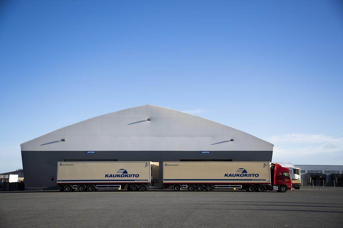 Euralainen Auramaa-yhtiöt on yksi Suomen suurimmista kuljetusyrityksistä, jolla on 13 toimipaikkaa ympäri Suomea. Yrityksellä on vuositasolla noin 30 työssäoppijaa Porin, Euran ja Rauman toimipisteissä. Yritys tekee vahvinta yhteistyötä Satakunnassa Sataedun ja Winnovan kanssa.