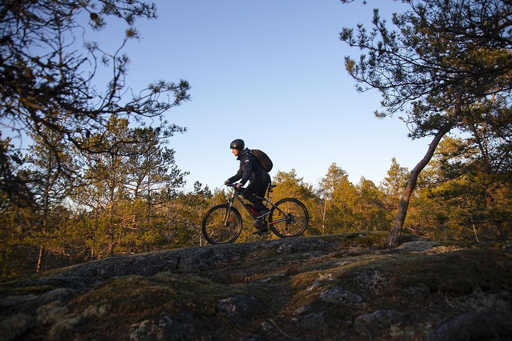 Maastopyöräilyä Raumalla Lähdepellon urheilukeskuksen maastossa.