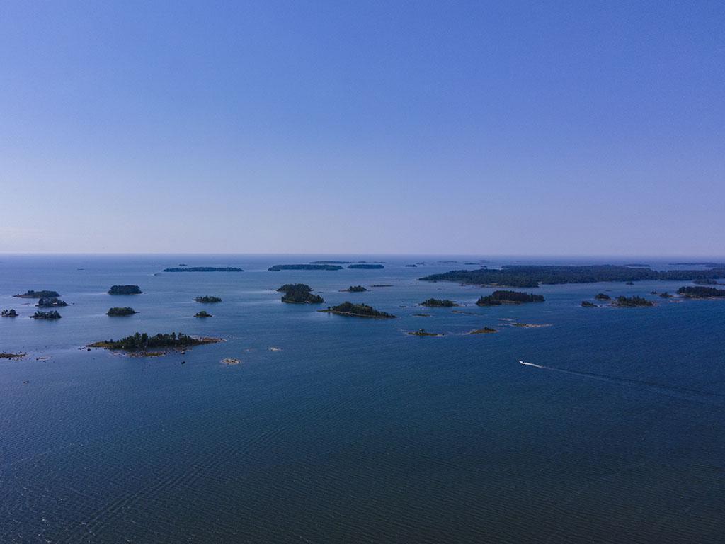 Saaria ja meri.