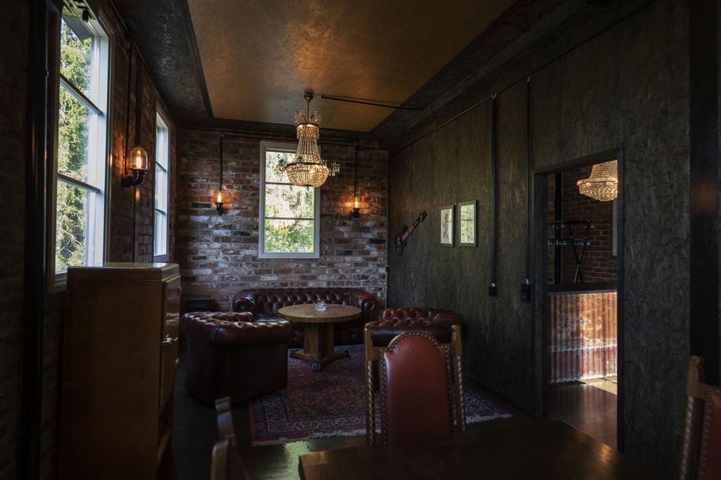 Tunnelmallinen ravintolapöytä.